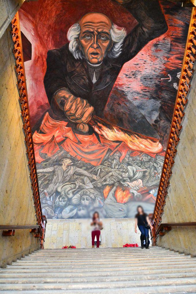 無料で見学出来ちゃう大迫力の壁画「ハリスコ州庁舎」