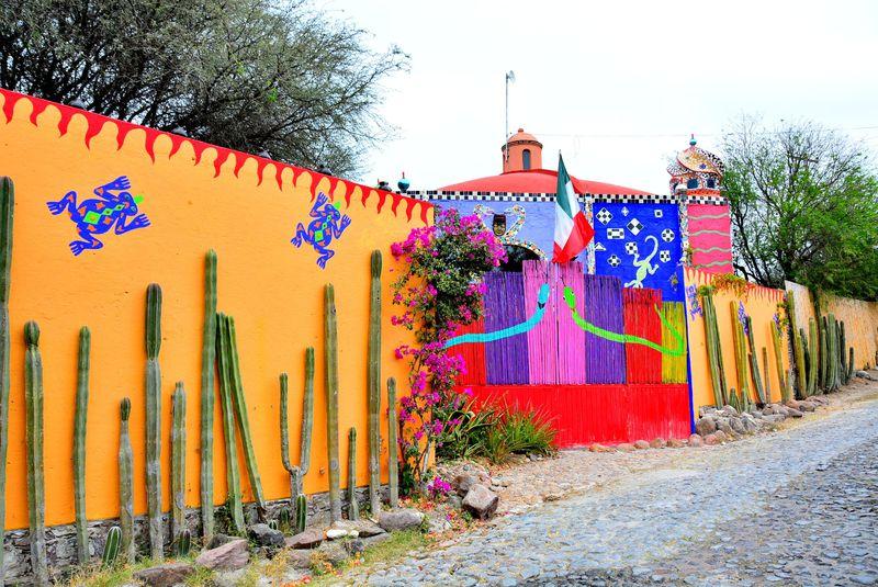芸術は爆発だ〜メキシコ「チャペルオブジミーレイ」は岡本太郎もびっくりなシュールな館