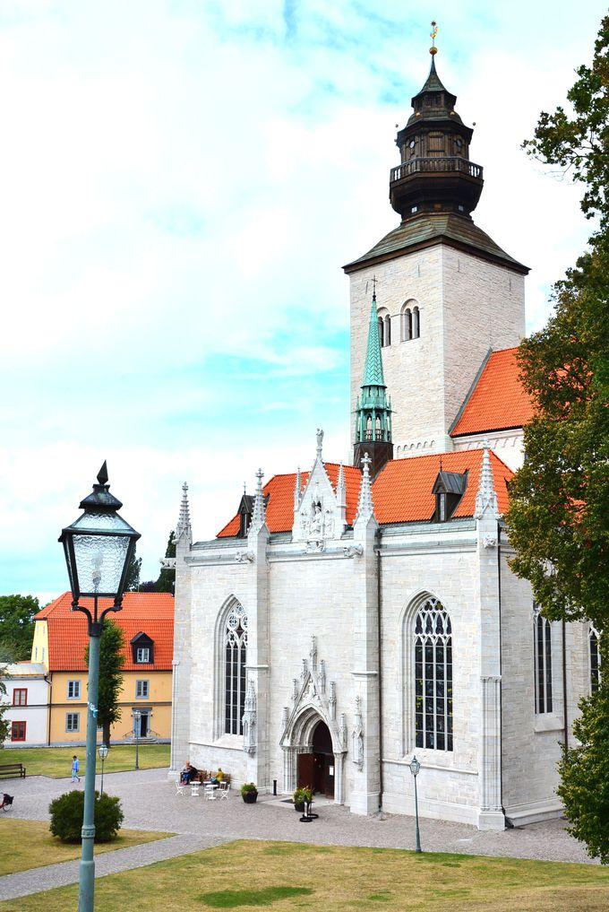 街に現存する唯一の教会「サンタマリア大聖堂」