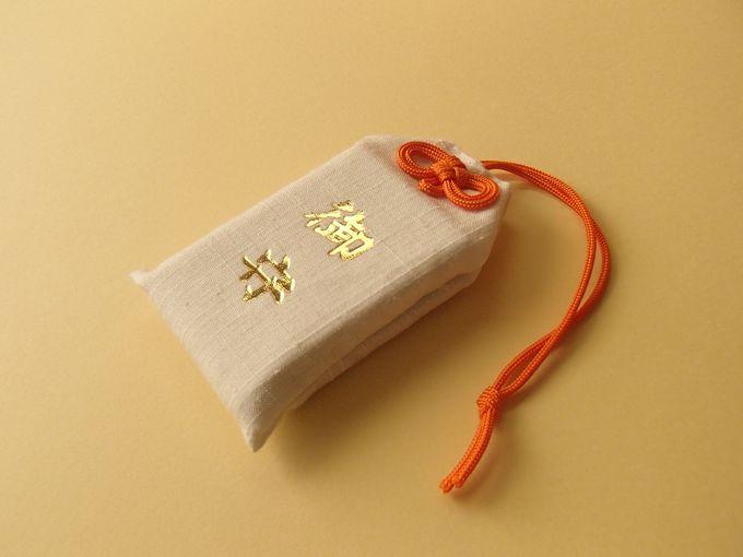 結城の特産品である結城紬を使用したお守りも!