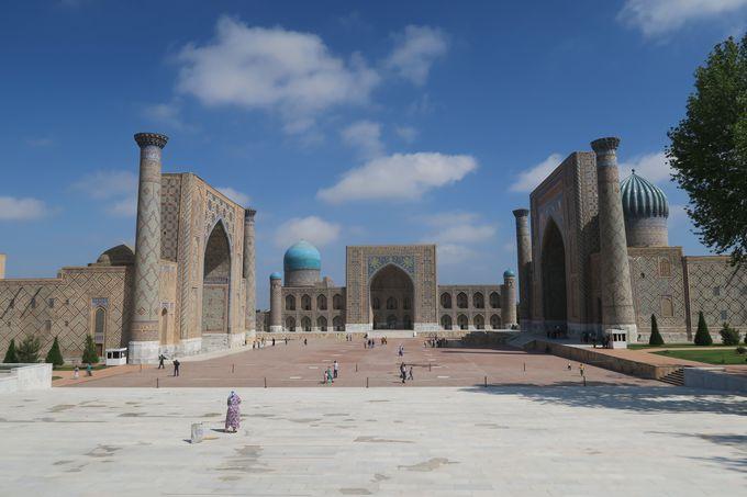 一番代表的な遺跡、レギスタン広場