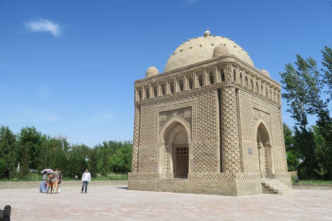 中央アジアで最古のイスラム建築、イスマイール・サーマーニ廟。