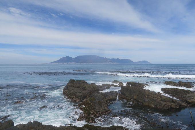島を取り囲む、脱獄不可能な速い海流