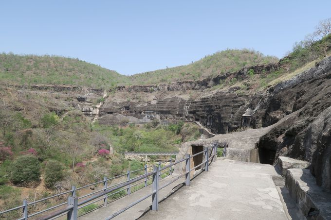 美しい壁画が特徴的なアジャンター石窟群