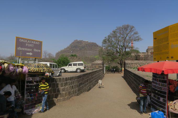 インドの三大砦。保存状態も素晴らしいダウラターバード