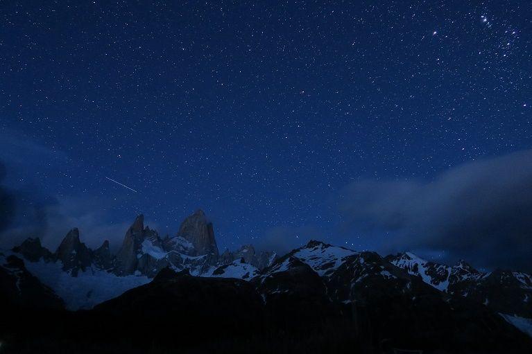 夜間に再出発!。頭上に輝く満天の星空。