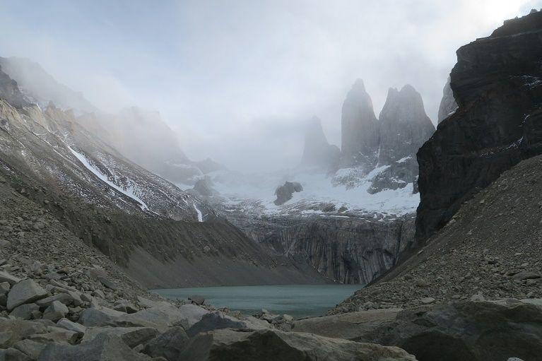 垂直に切り立つ3本の石峰、『トレス・デル・パイネ』