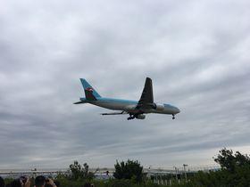 飛行機が頭上を飛んでいく!関空の裏側が見られちゃう「わくわく関空見学プラン」