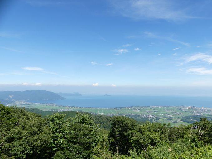 「びわ湖のみえる丘」で絶景を眺めながらドリンクを