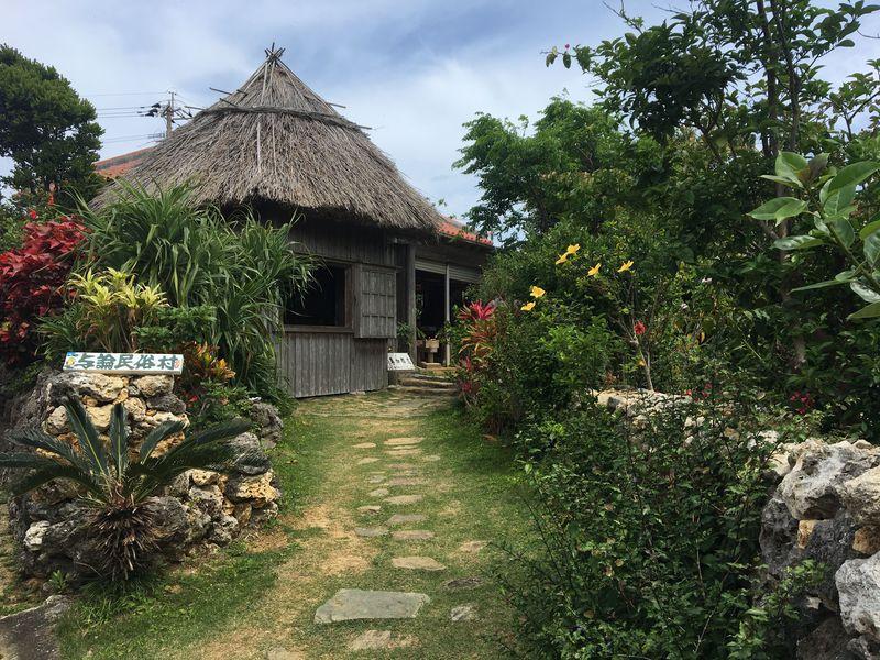 与論島の南東部で文化や歴史を学びながら、のんびり島旅を満喫