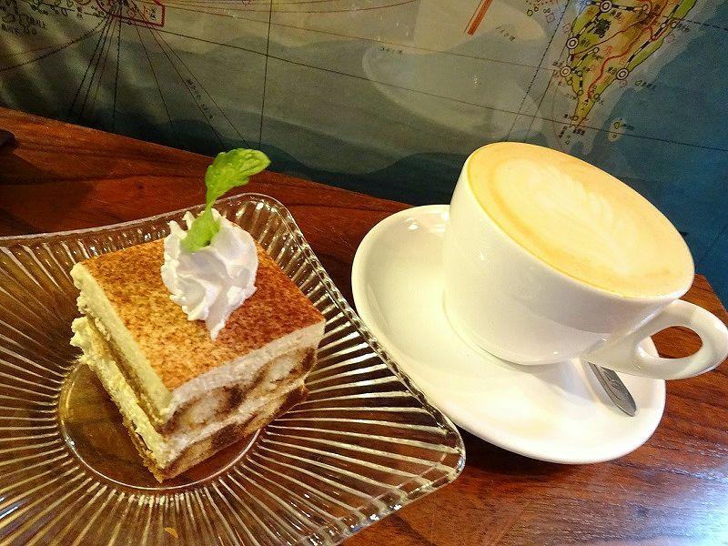 ケーキとカフェラテが絶品