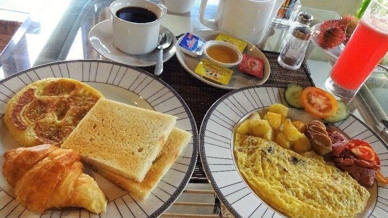 バリの風に吹かれて朝食を