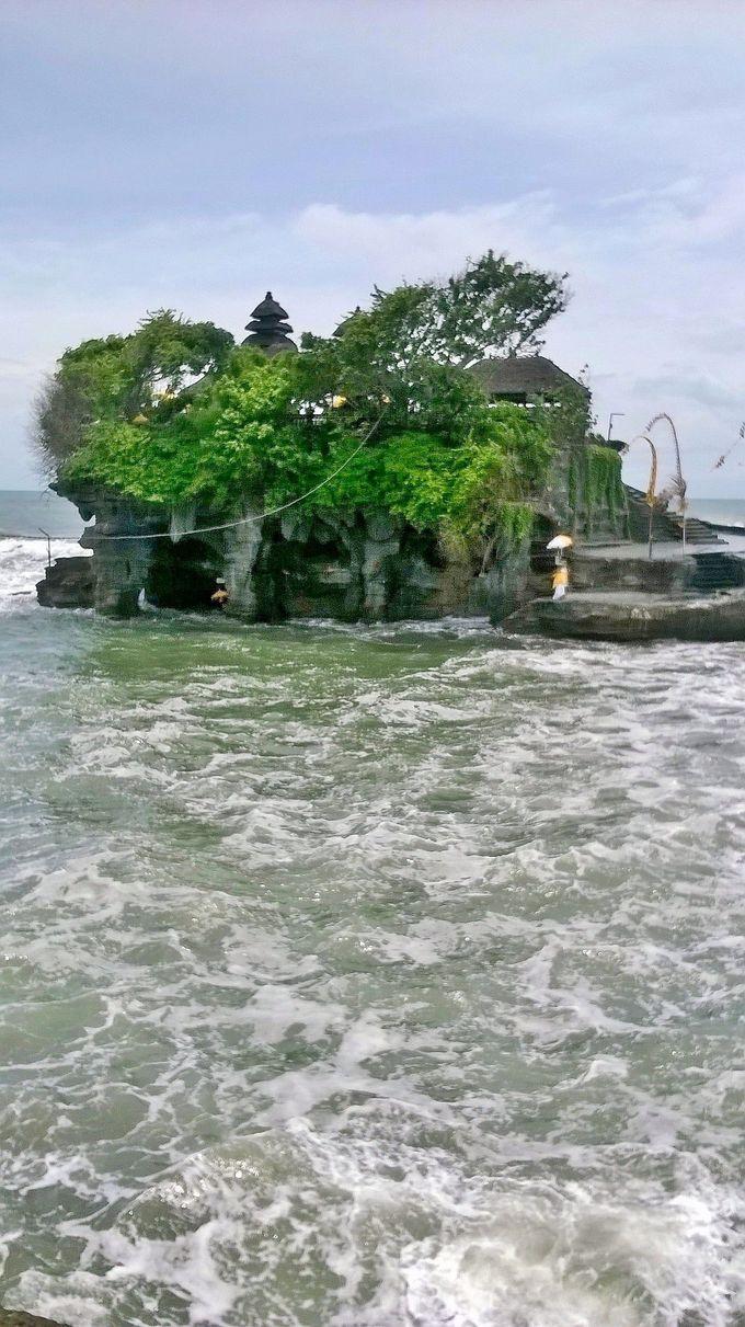 海の上に存在!タナロット寺院とその魅力