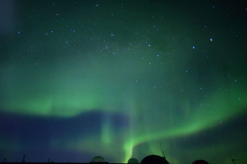 東京・立川でオーロラを!「南極・北極科学館」は南極の氷にもさわれるワンダーランド
