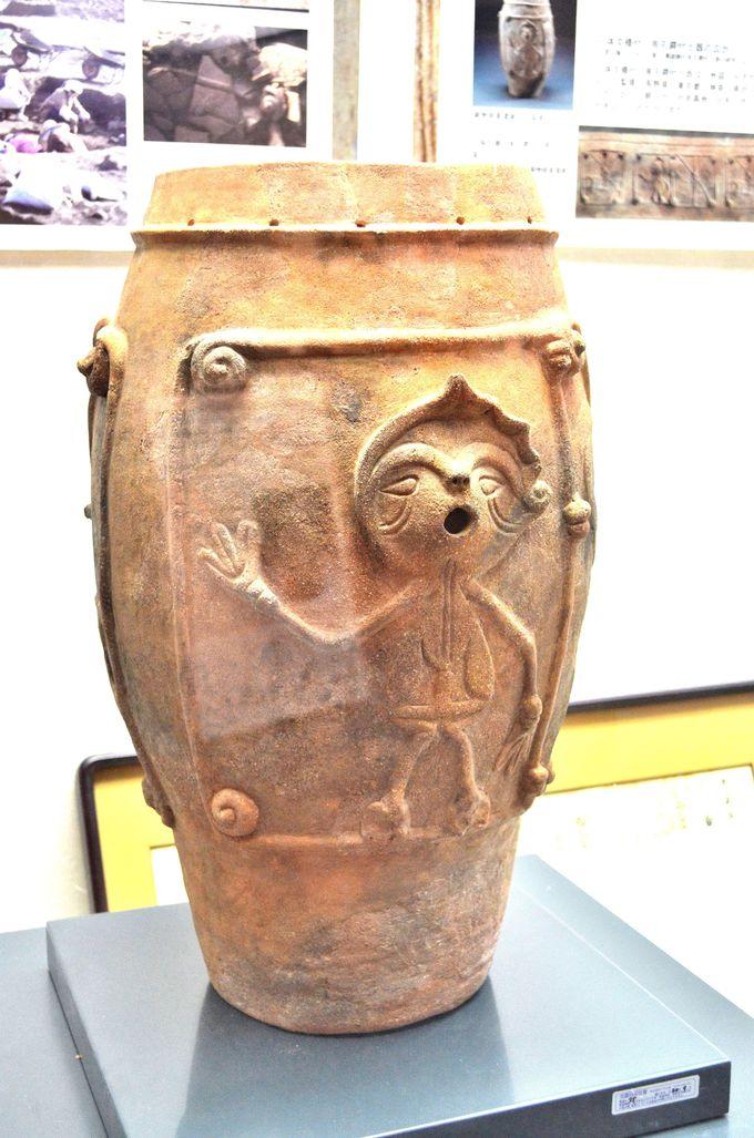 土器に漫画?世界に縄文を知らしめた「鋳物師屋遺跡出土品」