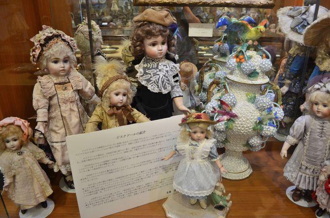 人形も展示、ゆっくりとティーサービスを堪能