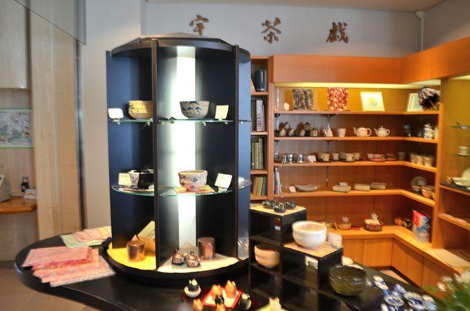 ショップやレストラン「お茶っこサロン一煎」でお茶を楽しむ