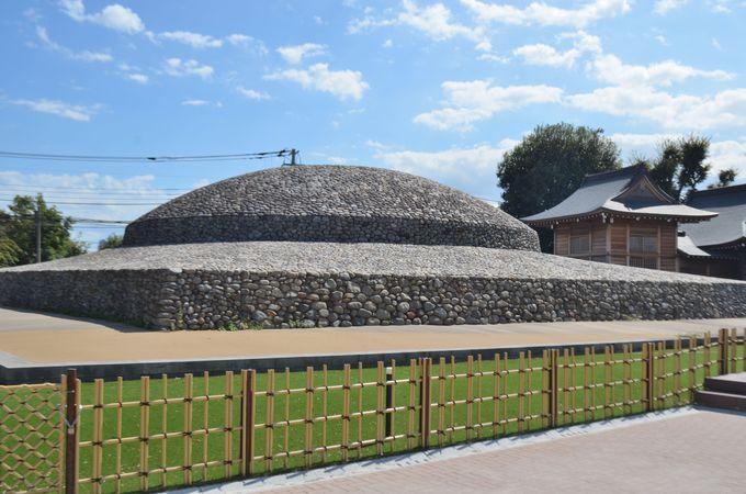 全国でも珍しい最古・最大の上円下方噴、石室体験も!