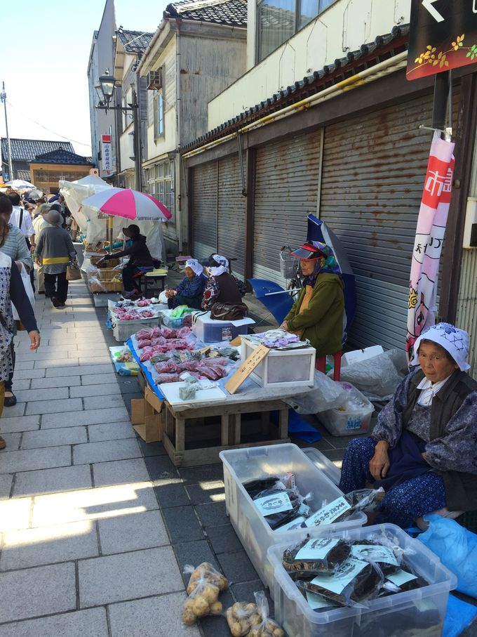 朝の空気と旬の魚介類を堪能!石川県輪島の朝市