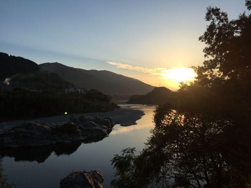 四季折々の壮大な自然を堪能。名勝吉野川「美濃田の渕 遊覧船」
