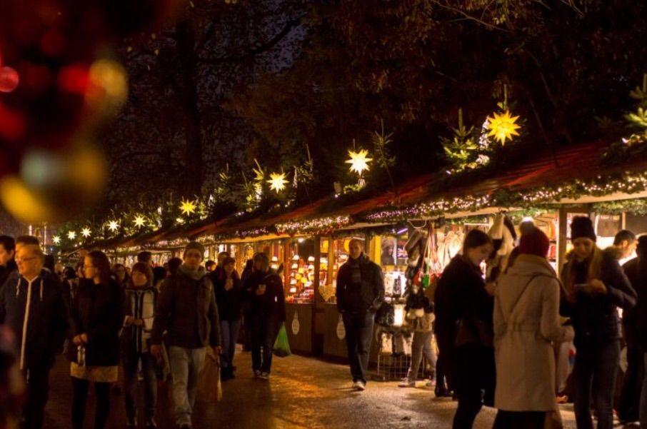 その1:可愛いらしいショップが立ち並ぶクリスマスマーケット