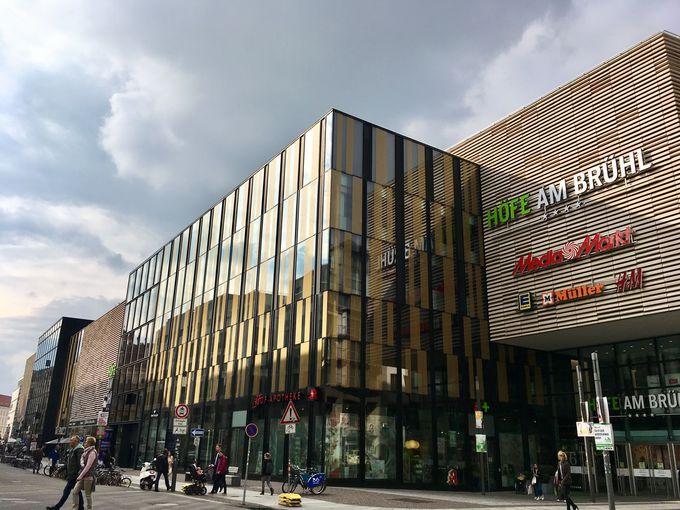 巨大なショッピングモール「ヘーフェ・アム・ブリュール」