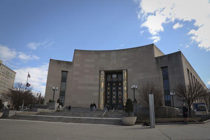 休憩は隣のブルックリン公共図書館で