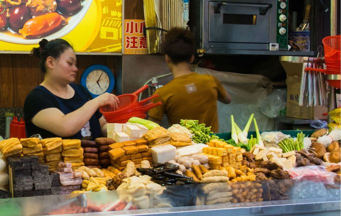 名物フードは焼き小籠包と台湾風おでん!?