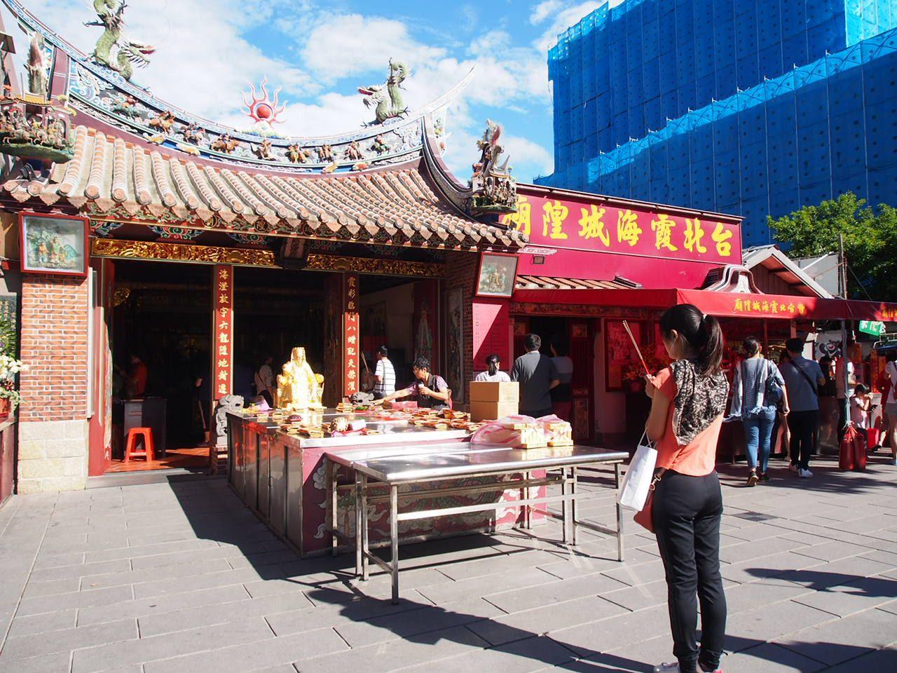 立地は、迪化街の恋愛の神様のいるお廟から徒歩約10分!