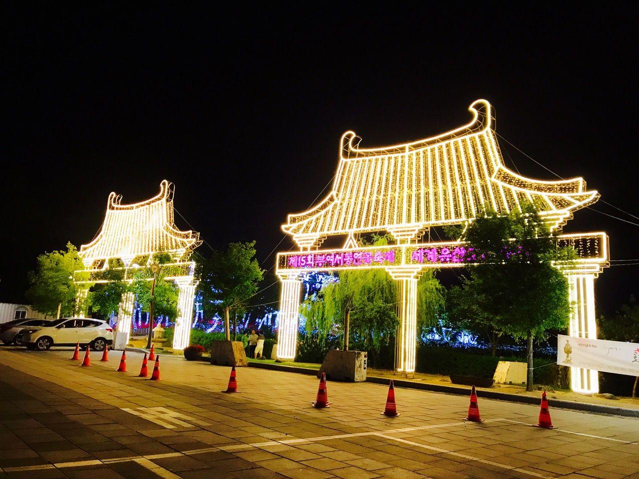 韓国版ロミジュリの「愛の池」は毎晩ライトアップ!