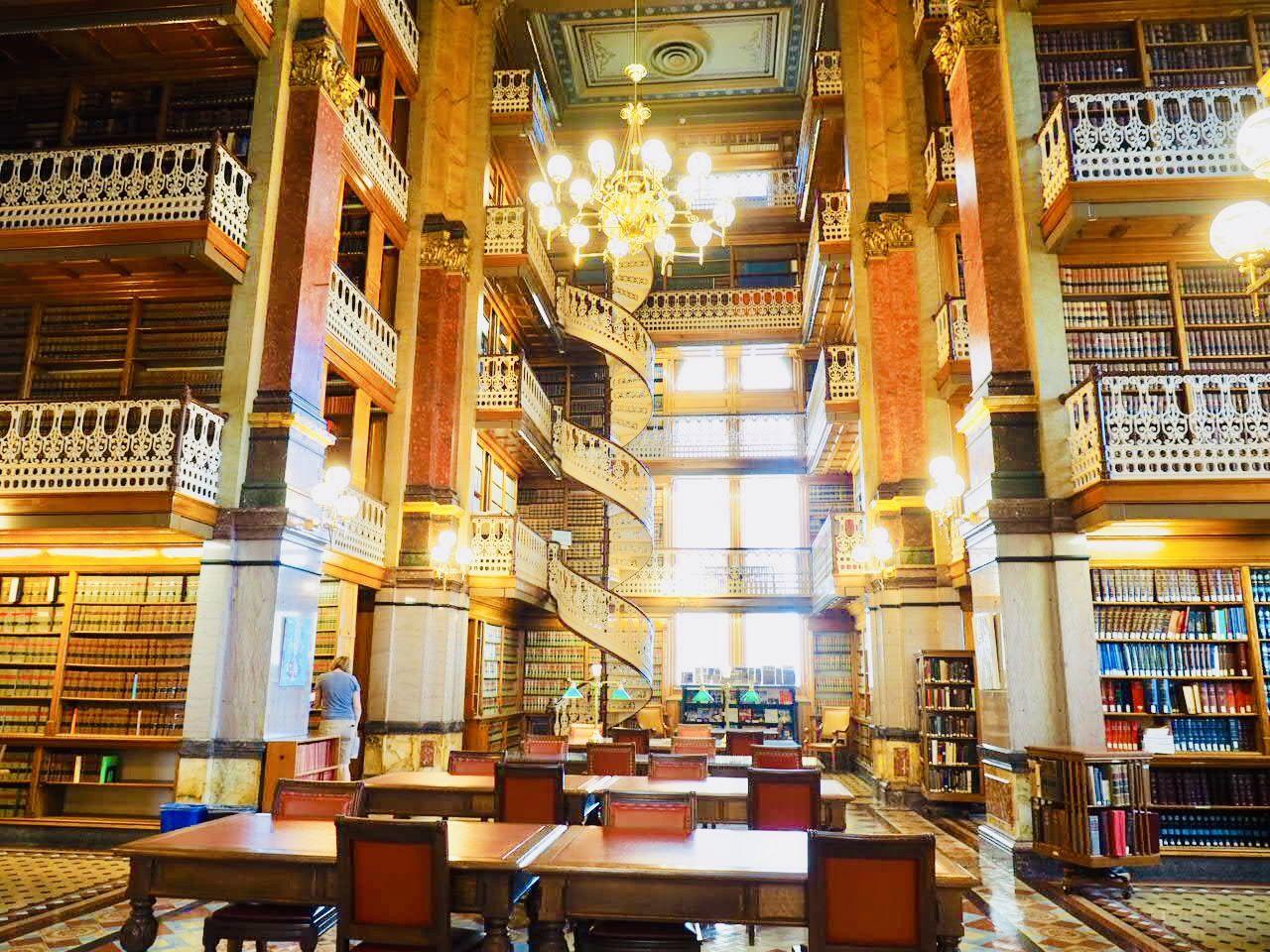 息を飲むほど美しい図書館!アイオワ州立法図書館