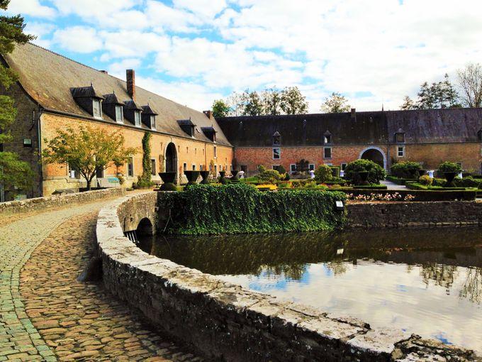 目玉は狩猟博物館のコレクション!「ラヴォーサンタンヌ城」で中世の暮らしに触れる