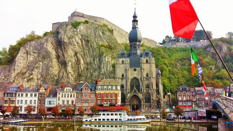 ベルギービールとサックスの街!断崖絶壁の麓「ディナン」