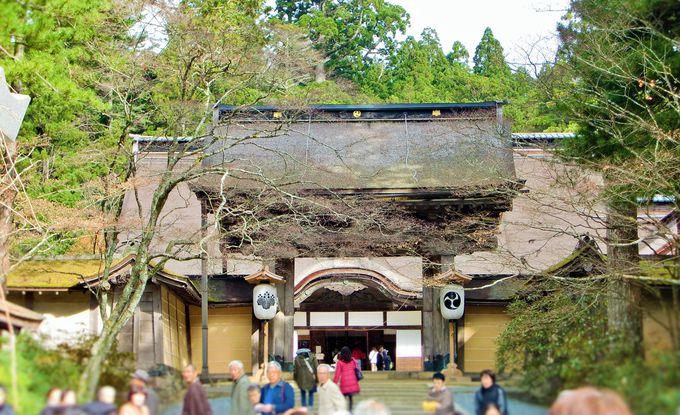 神聖な風が吹き抜ける金剛峯寺・最古の建造物「正門」