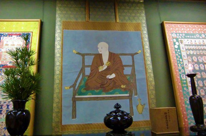 弘法大師の訓え説く法話を聴く「新別殿」