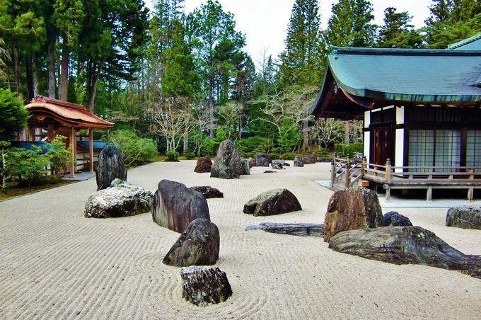 四季の移ろいを感じる石庭「蟠龍庭」(ばんりゅうてい)