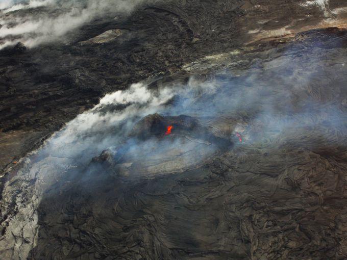漆黒の溶岩に映える真っ赤なマグマ!カラパナ溶岩に大接近!