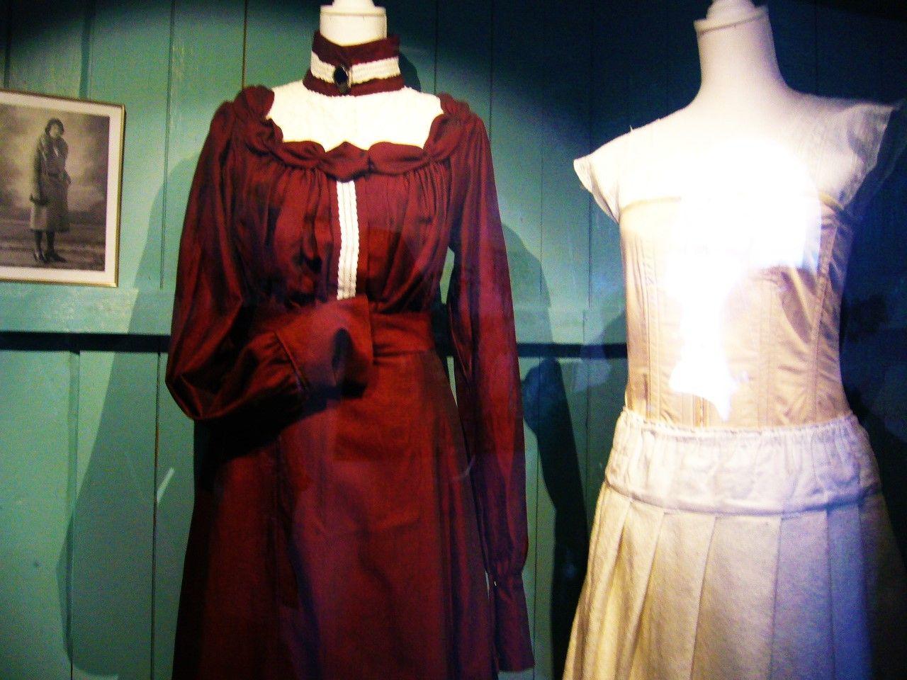 風車博物館内へ!キッチン、ベッド、衣服…当時を想わせる貴重な文化財