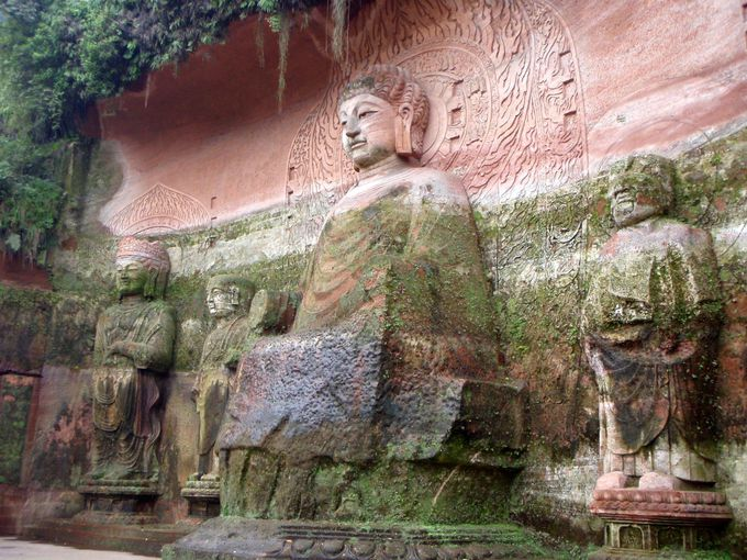 仏像のテーマパーク「東方仏都」