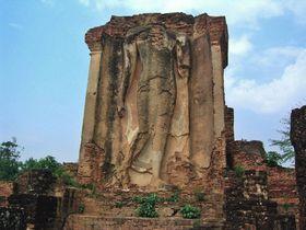 仏様が歩く?タイが生まれた場所・世界遺産「古都スコータイ」