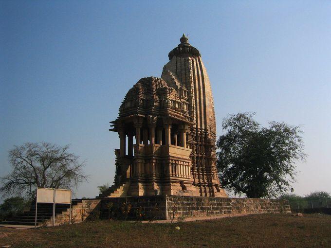 南の寺院「チャトルプジャ寺院」