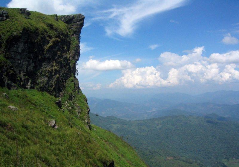 タイで雲海を!国境に広がる美しい雲海の名所「プーチーファー」