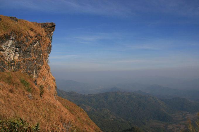 空を指す山