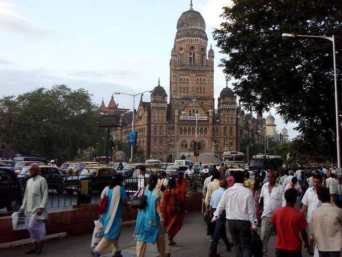 インド文化との折衷も見られる行政庁舎