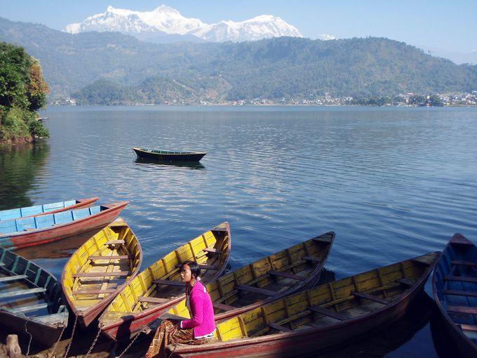 旅人を癒す美しいフェワ湖