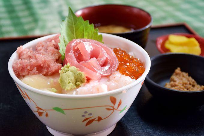 お食事はお値打ち海鮮丼の「大遠会館まぐろレストラン」で決まり!