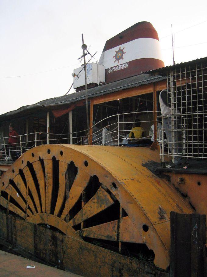 世界的にも貴重な定期航路の外輪船
