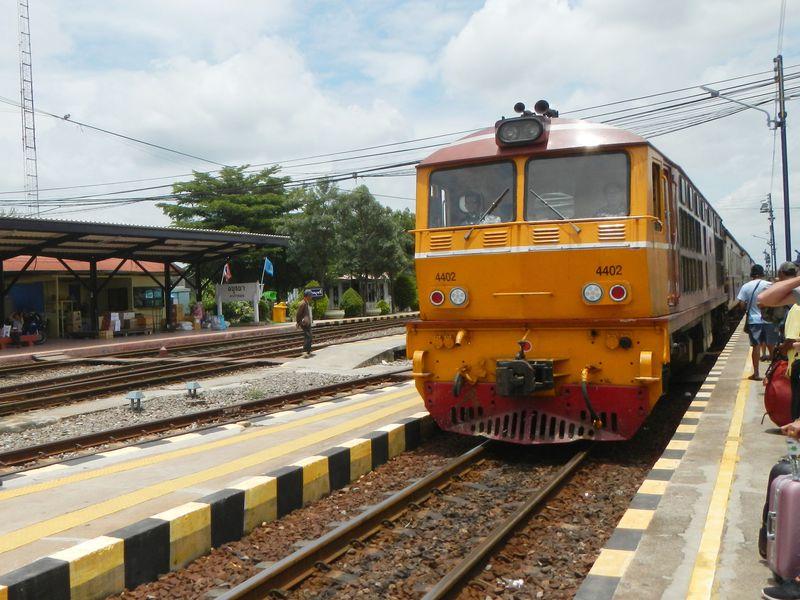 タイのローカル線でプチ冒険気分!