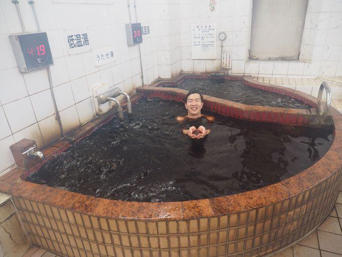 とにかく黒い黒湯と、とにかく熱い黒湯