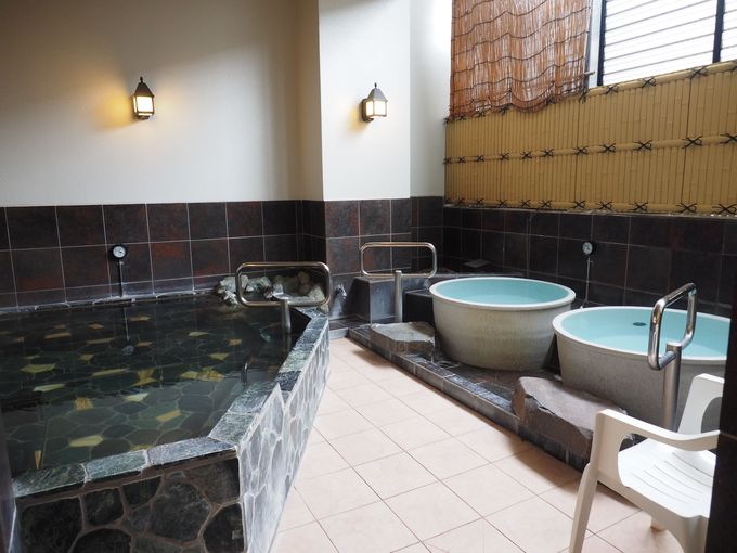 旅館のような露天風呂。イベント湯の開催も!